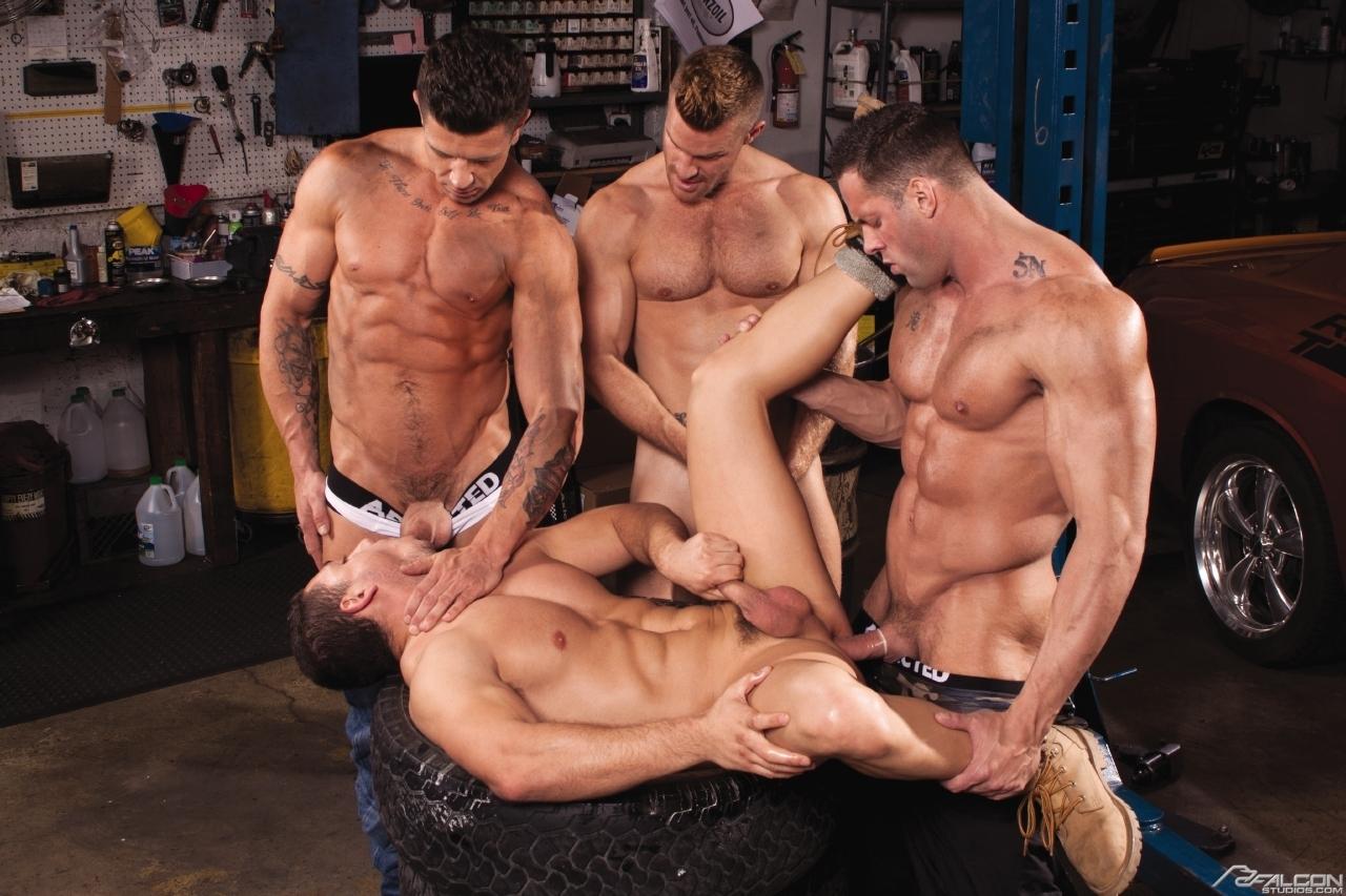 в порно магазине геев